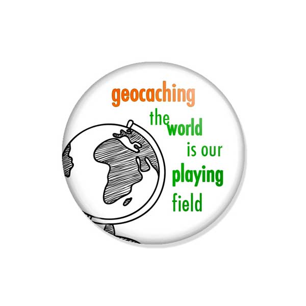 "crachá ou íman ""geocaching the world is our playing field"""