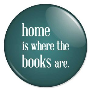 "espelho de bolso ""home is where the books are."""