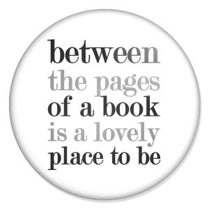 "espelho de bolso ""between the pages of a book is a lovely place to be"""