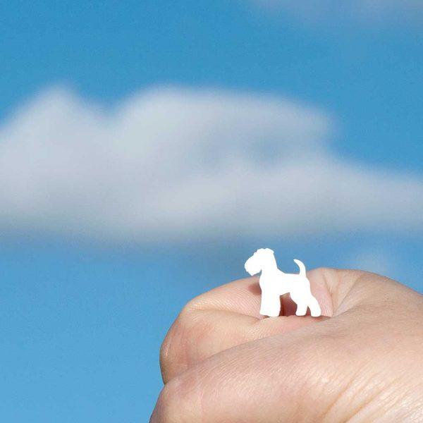 brincos fox terrier branco