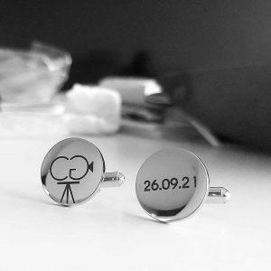 """botões de punho de aço personalizados """"CG, 26.08.21"""""""